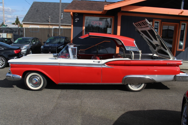 Ford Fairlane 500 Skyliner 1959 price Call for Pricing.