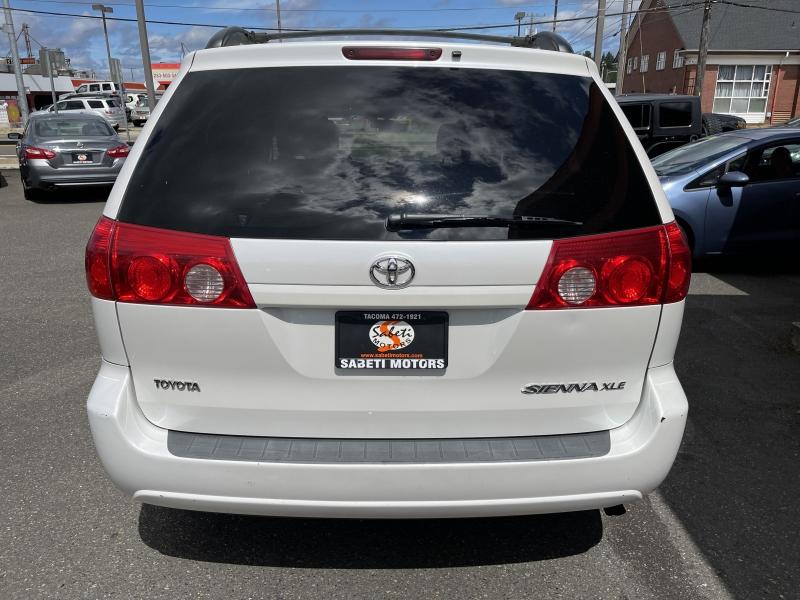 Toyota Sienna 2008 price $11,990