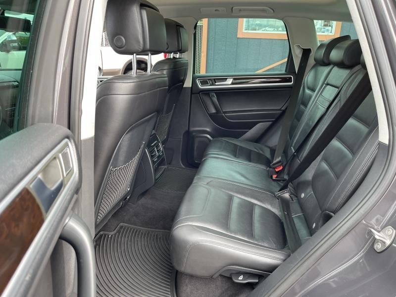 Volkswagen Touareg 2013 price $19,490