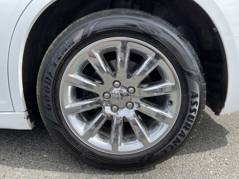 Chrysler 300 2013 price $15,490