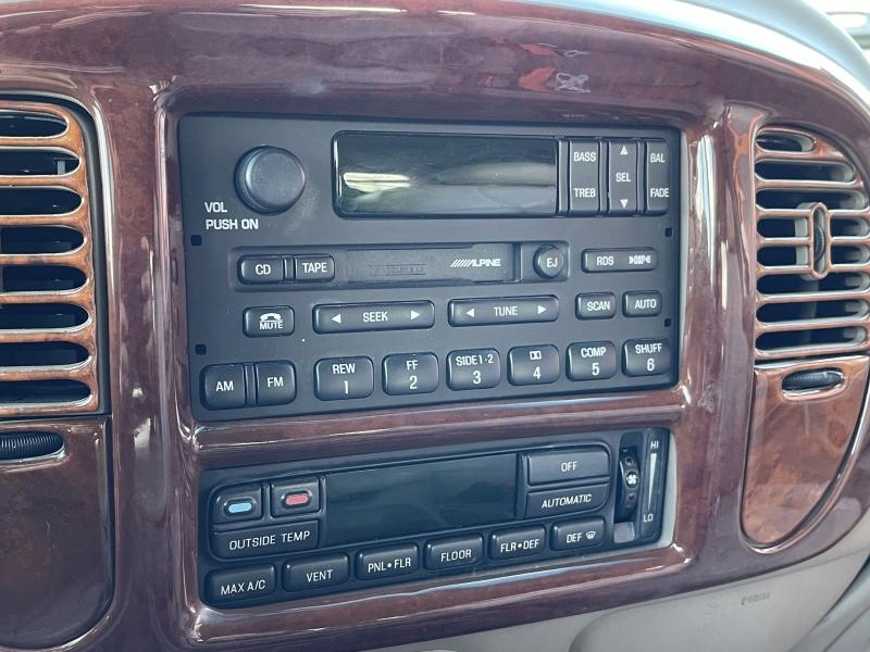 Lincoln Navigator 2001 price $6,990