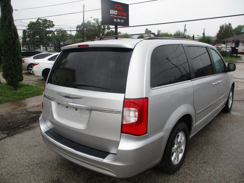 Chrysler Town & Country 2012 price $6,200