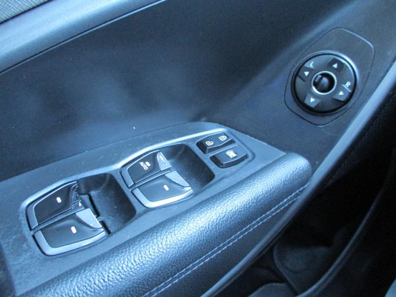 Hyundai Santa Fe 2013 price $6,900