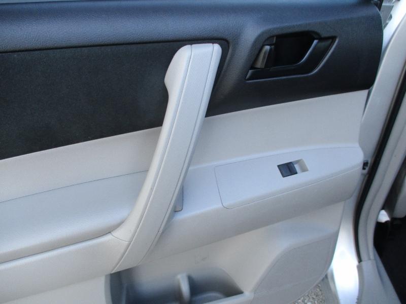 Toyota Highlander 2013 price $10,300
