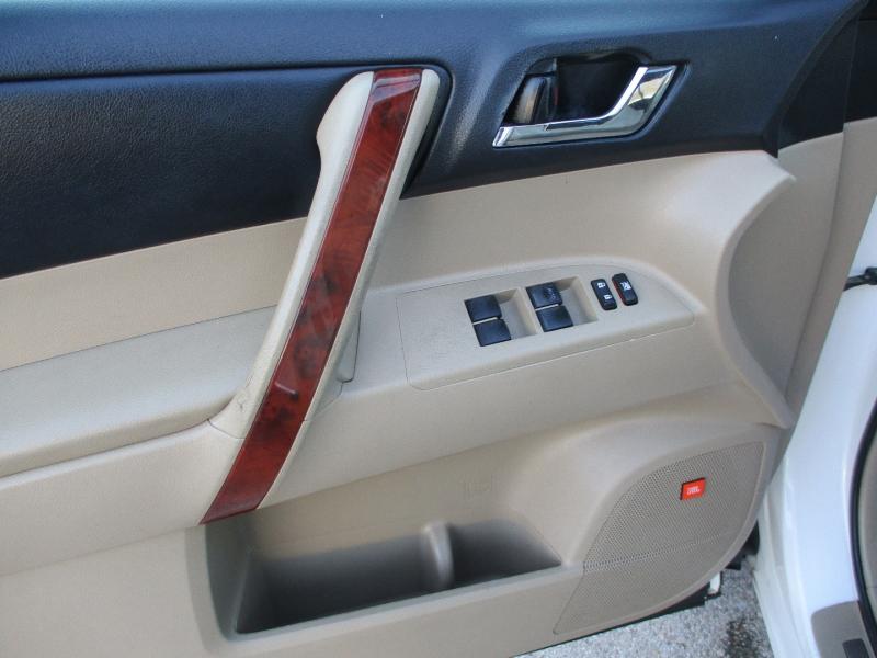 Toyota Highlander 2011 price $10,900