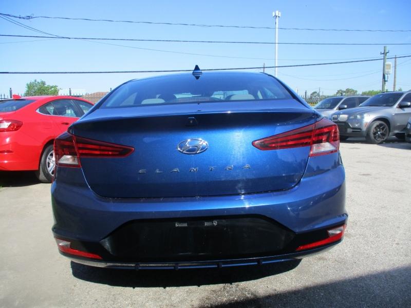 Hyundai Elantra 2019 price $14,500