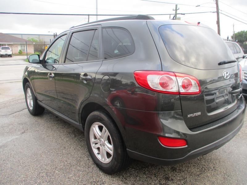 Hyundai Santa Fe 2011 price $7,500
