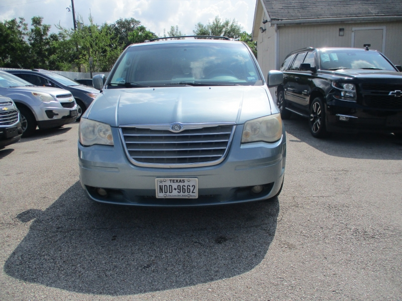 Chrysler Town & Country 2009 price $5,200