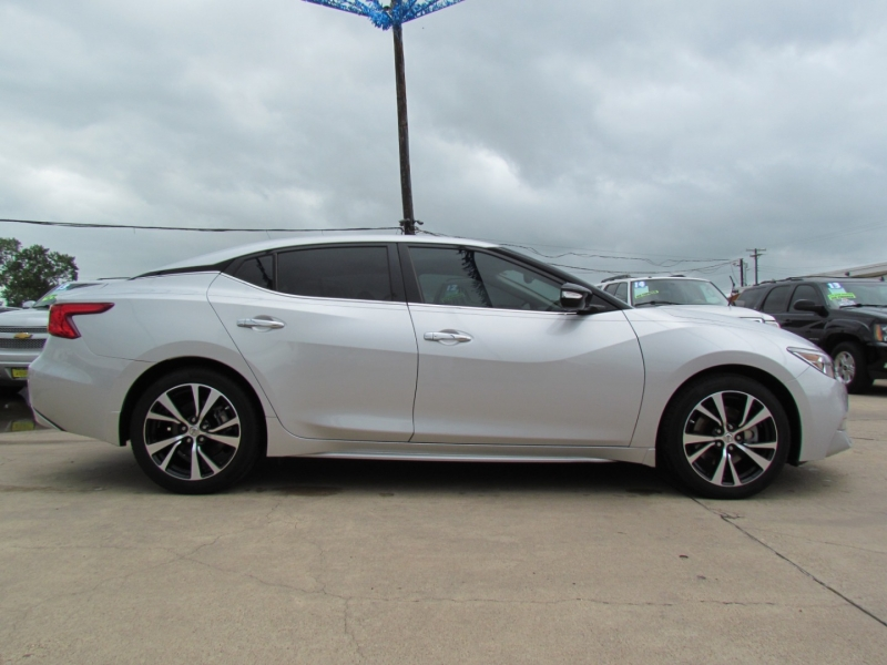 Nissan Maxima 2018 price Call for Pricing.