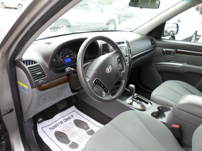 Hyundai Santa Fe 2012 price $13,795