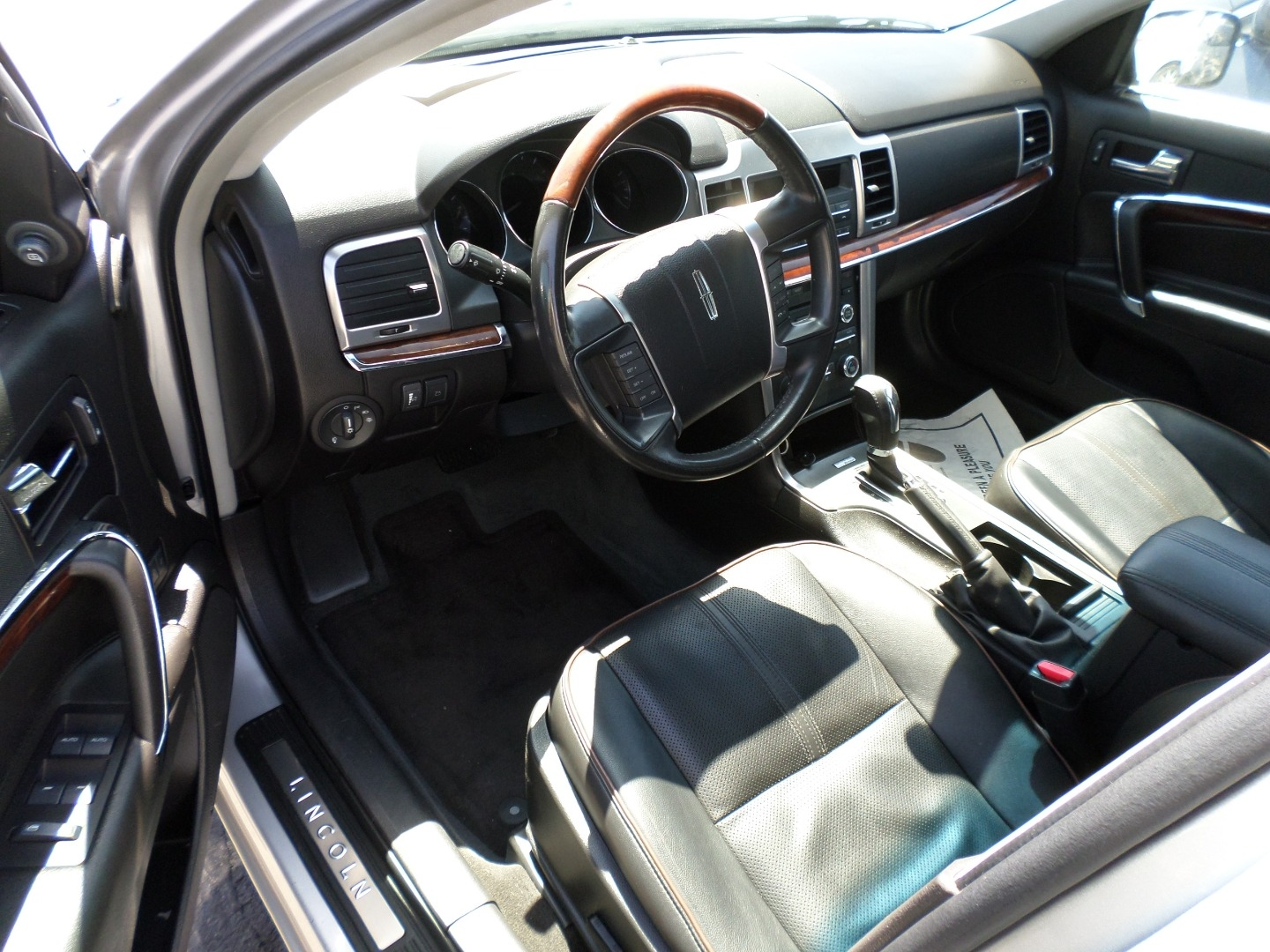 Pre-Owned 2011 Lincoln MKZ 4dr Sdn FWD
