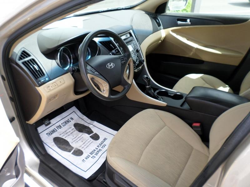 Hyundai Sonata 2011 price $11,995