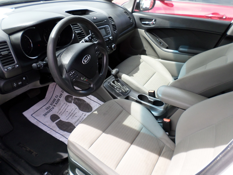 Pre-Owned 2015 Kia Forte 4dr Sdn Auto LX