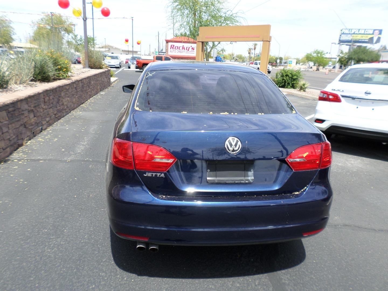 Pre-Owned 2012 Volkswagen Jetta Sedan 4dr Auto S