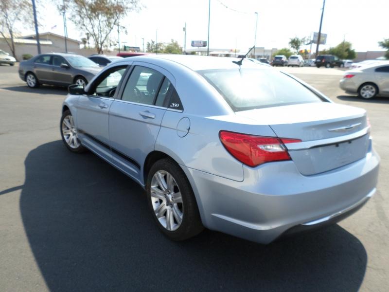 Chrysler 200 2013 price $9,695