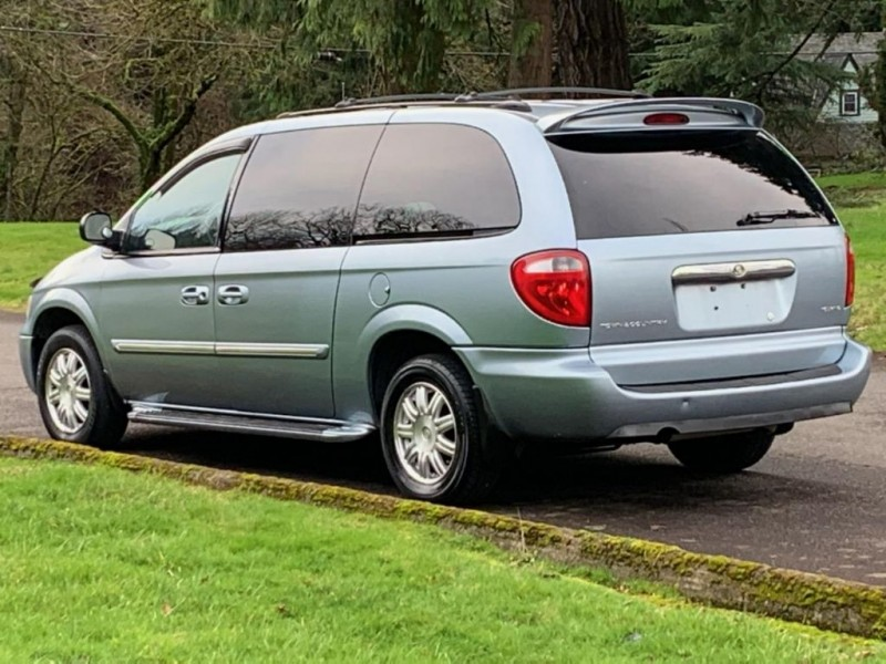 CHRYSLER TOWN & COUNTRY 2005 price $8,995