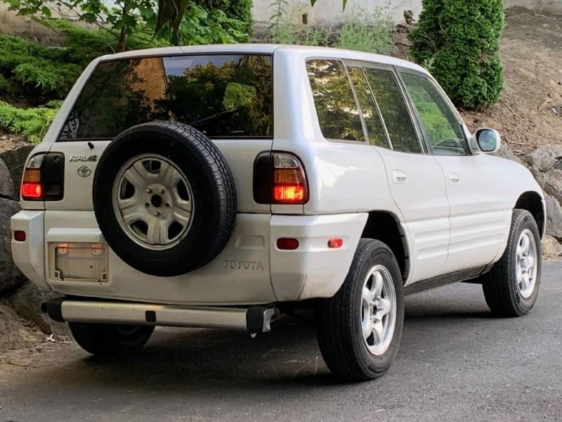 TOYOTA RAV4 2000 price $6,495