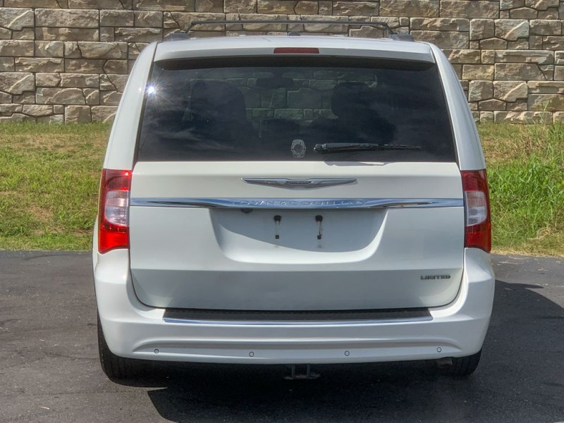 CHRYSLER TOWN & COUNTRY 2011 price $7,990