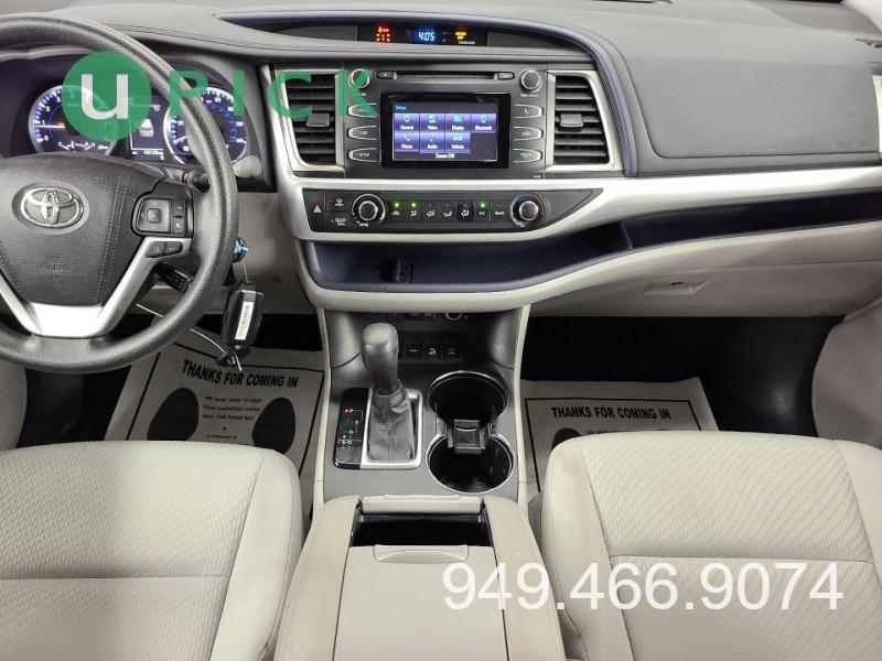 Toyota Highlander 2017 price $27,450