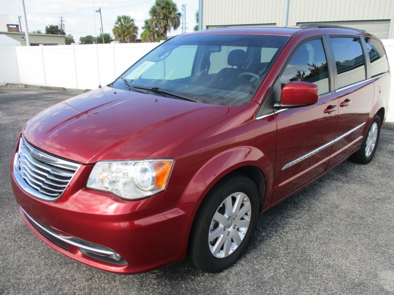 Chrysler Town & Country 2016 price $13,499