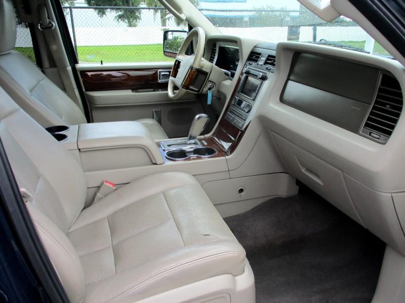 Lincoln Navigator 2014 price $14,499