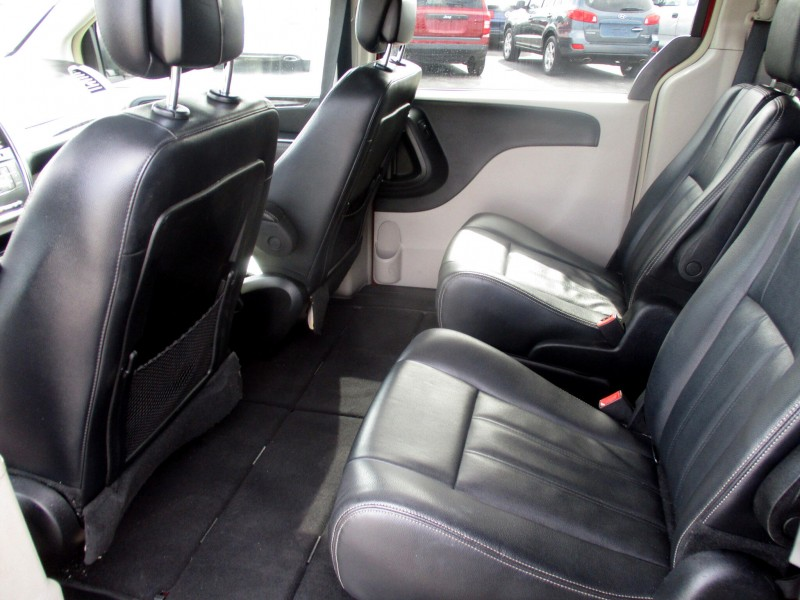 Chrysler Town & Country 2014 price $13,999