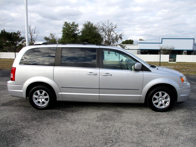 Chrysler Town & Country 2010 price $8,499