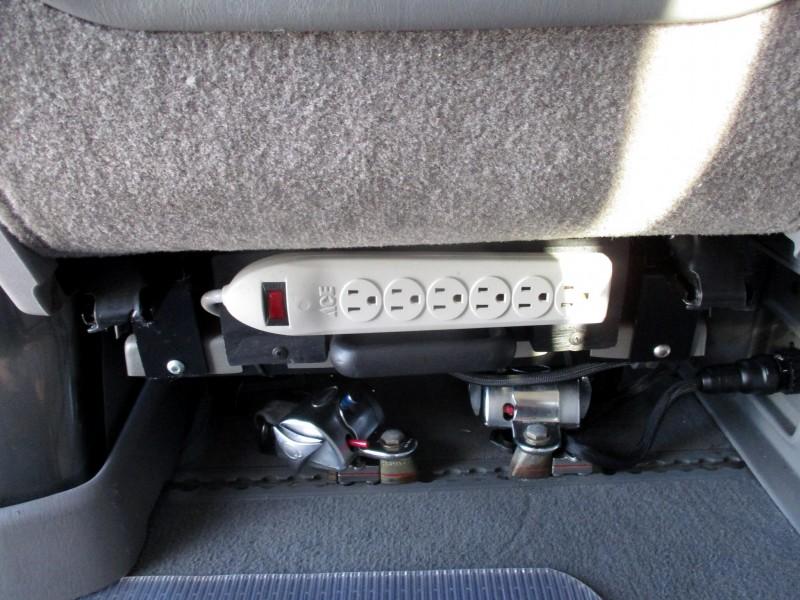 Toyota Sienna 2009 price $17,999