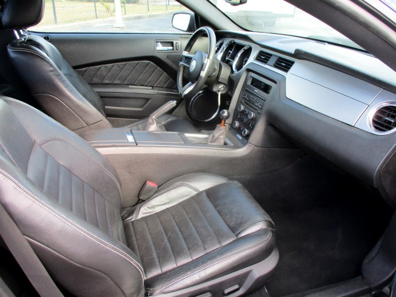 Ford Mustang 2010 price $14,999