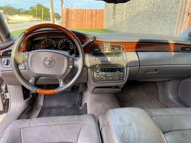 Cadillac DeVille 2005 price $2,900