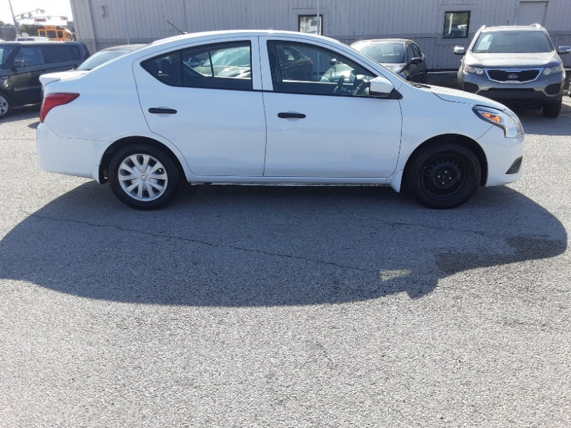 Nissan Versa 2018 price $5,500