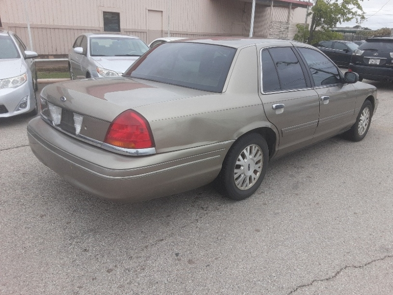 Ford Crown Victoria 2003 price $3,500