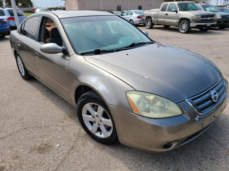 Nissan Altima 2004 price $3,300