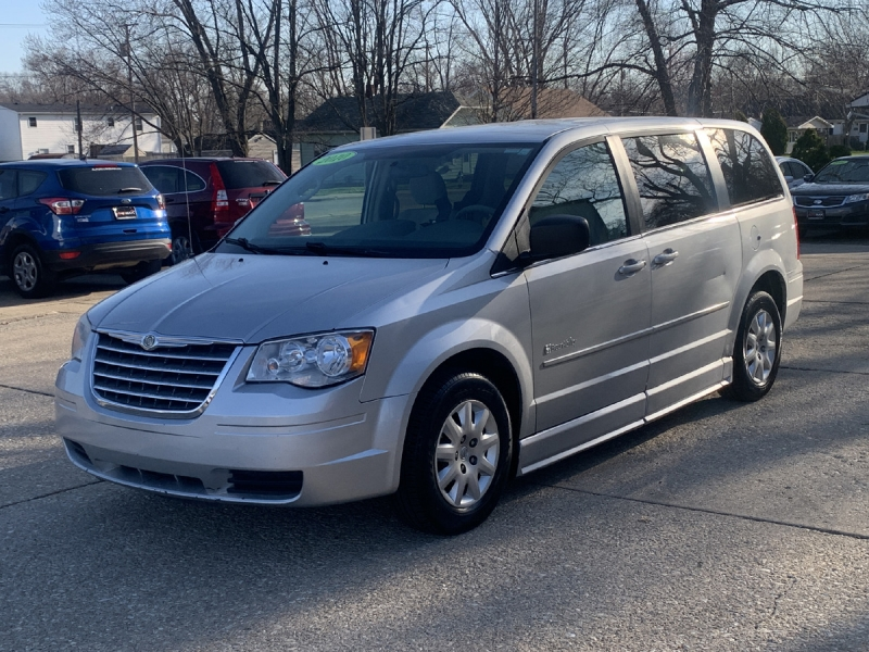 Chrysler Town & Country 2010 price $7,600