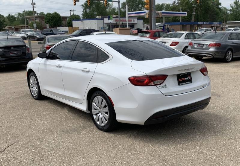 Chrysler 200 2015 price $14,985