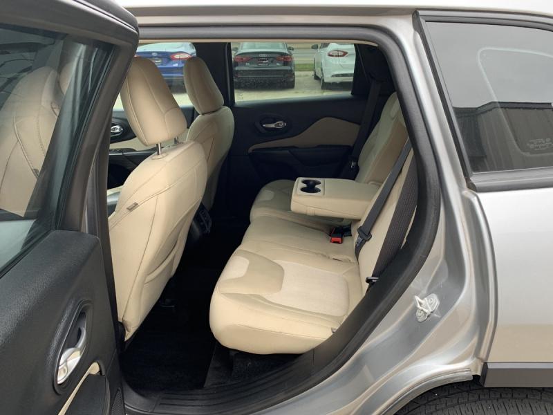 Jeep Cherokee 2015 price $13,995
