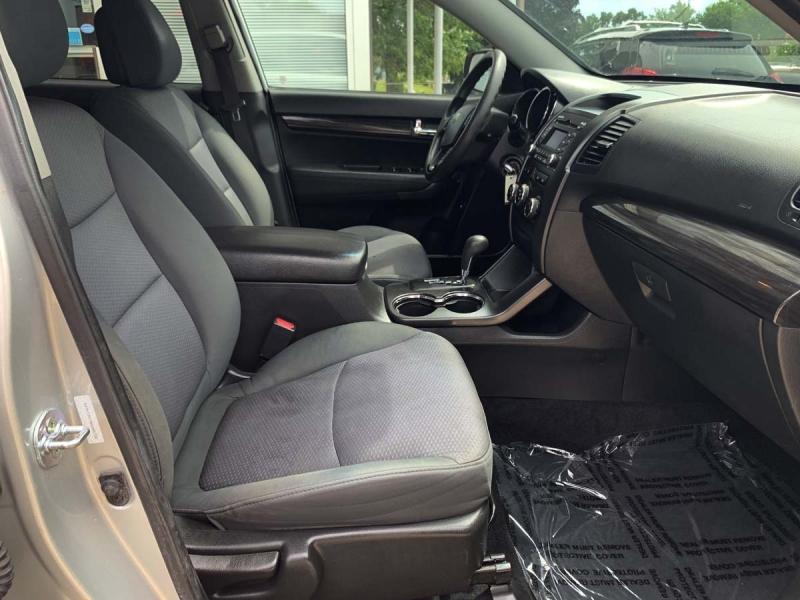 Kia Sorento 2013 price $11,800