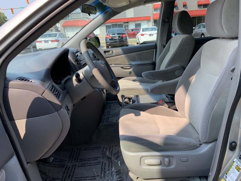 Toyota Sienna 2009 price $5,895