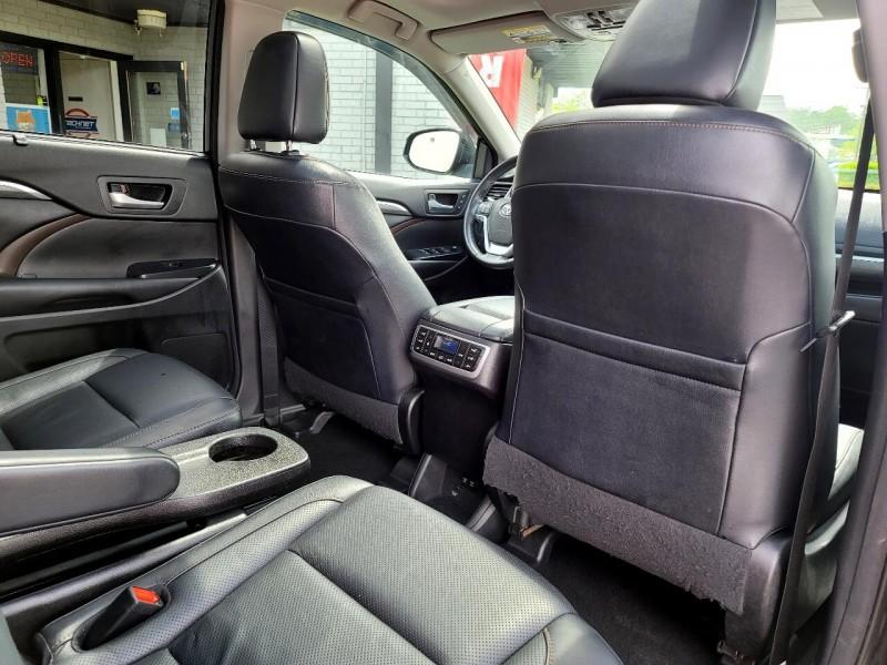 Toyota Highlander 2017 price $36,985