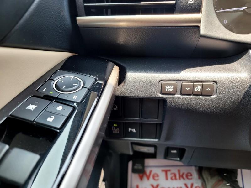 Lexus IS200T TURBO 2017 price $31,972