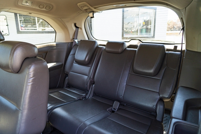 Honda Odyssey 2013 price $17,999