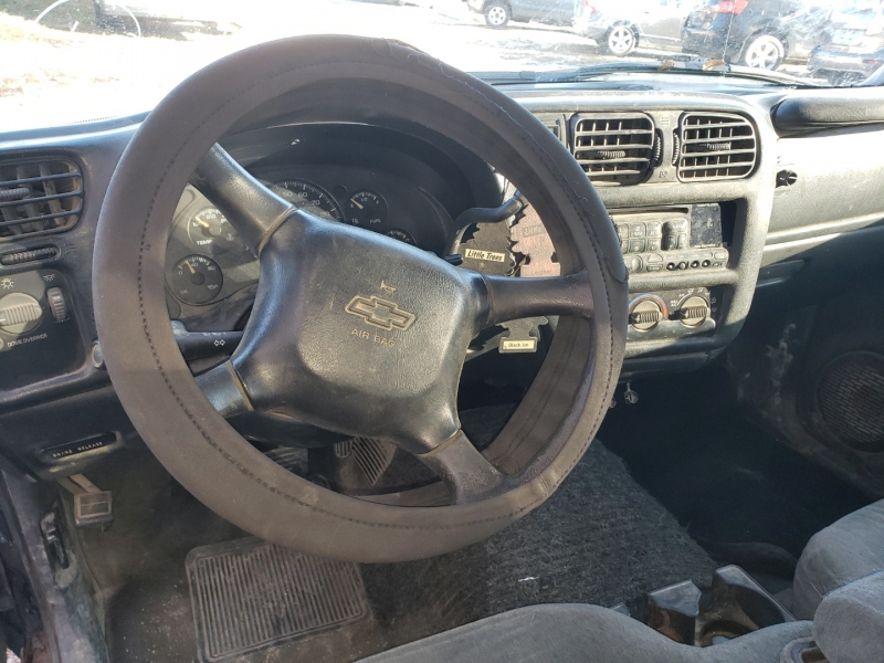 Chevrolet S-10 2000 price $900