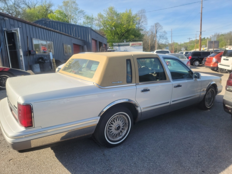 Lincoln Town Car 1997 price $2,500