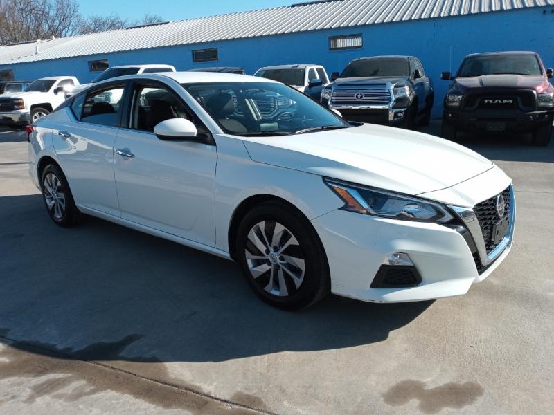 Nissan Altima 2020 price $16,900