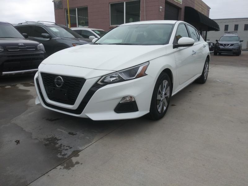 Nissan Altima 2019 price $15,900