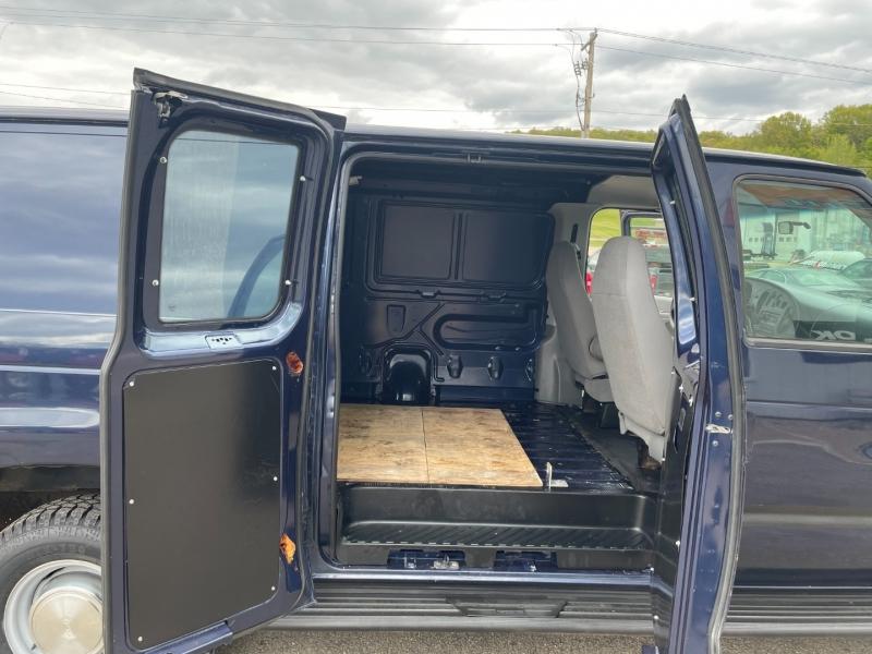 Ford Econoline Cargo Van 2006 price $9,985