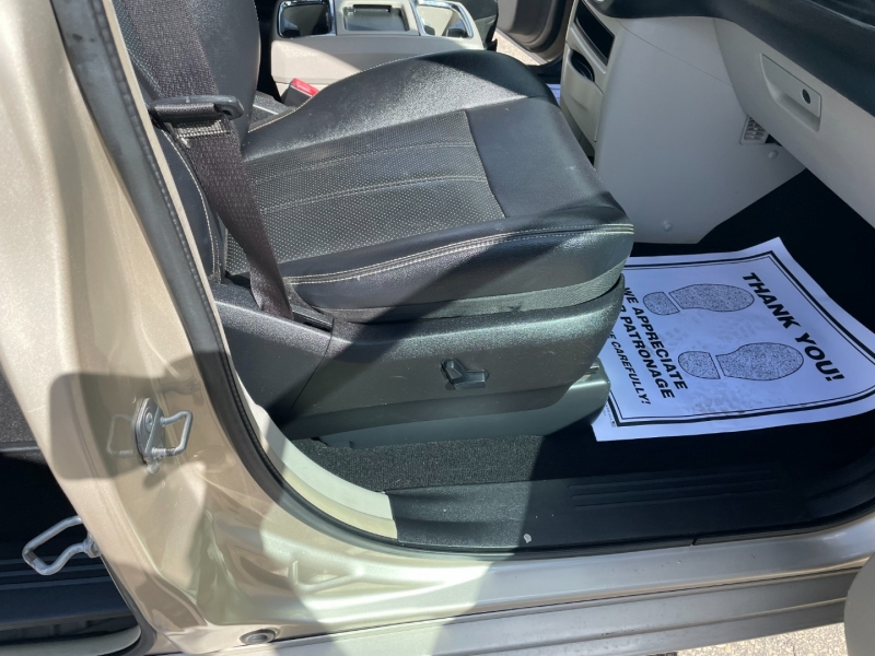 Chrysler Town & Country 2014 price $16,990