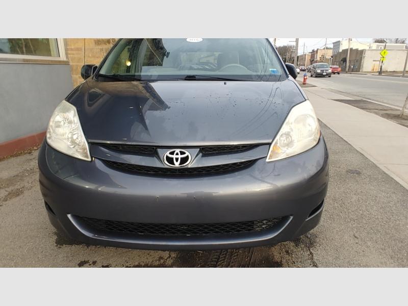 Toyota Sienna 2010 price $9,995
