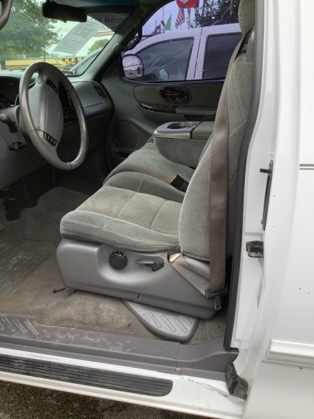 FORD F150 2001 price $825 Down