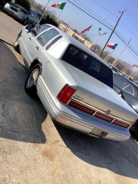 LINCOLN TOWN CAR 1995 price $700 Down